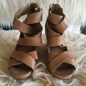 Dolce Vita size 6 tan leather stappy heel sandal